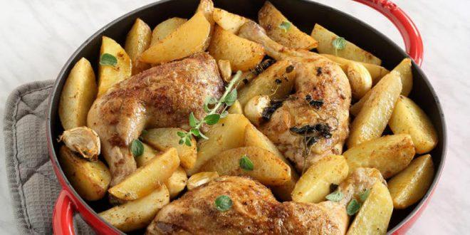 Μπουτάκια κοτόπουλου με πατάτες στο φούρνο, σαν τηγανητά