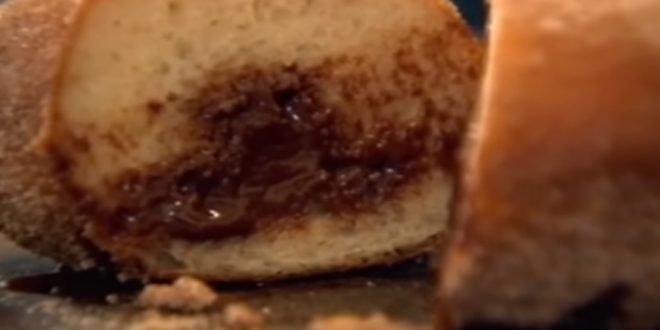 Φτιάξε τα πιο νόστιμα σπιτικά ντόνατ με σοκολάτα (ΒΙΝΤΕΟ)!