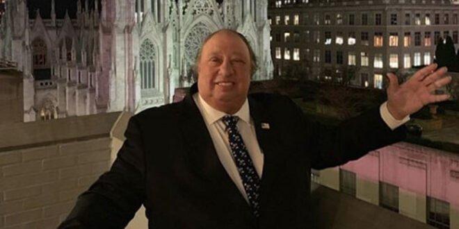 O Ελληνοαμερικανός δισεκατομμυριούχος και... κολλητός Προέδρων