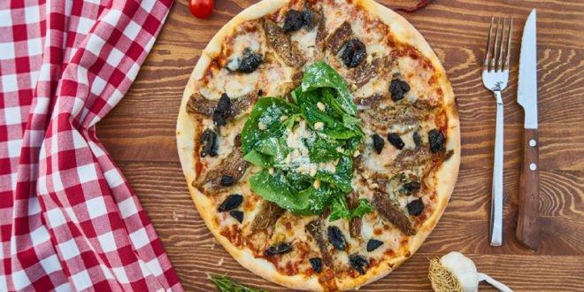 Χορτοφαγική πίτσα με αραβική πίτα