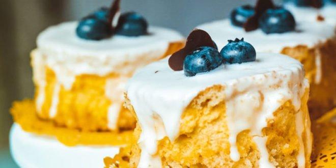 Έχεις λιγούρα; Ιδού μια συνταγή για εύκολο κέικ με λίγες θερμίδες