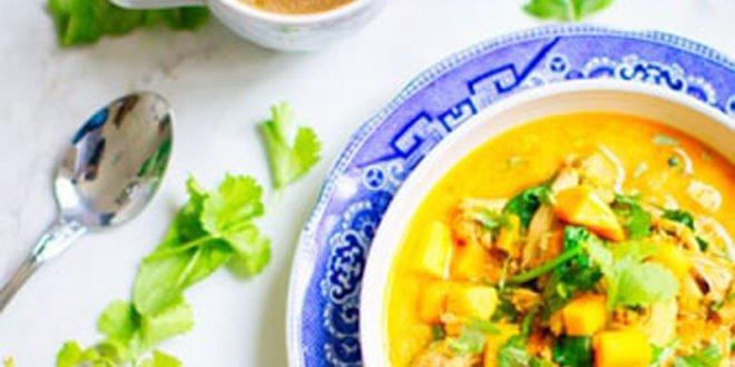 Έχεις καλεσμένους; Ιδού μια light συνταγή για κοτόπουλο με κάρυ