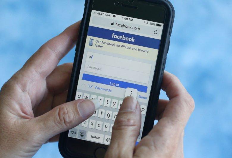 Το Facebook θα προειδοποιεί άμεσα τους χρήστες για ψευδείς ειδήσεις για τον κοροναϊό