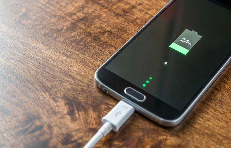 Το βασικό λάθος που καταστρέφει τη μπαταρία του κινητού σου – News.gr