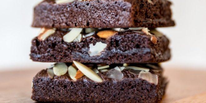 Κέικ πρωτεΐνης με σοκολάτα και αμύγδαλα - BORO από την ΑΝΝΑ ΔΡΟΥΖΑ