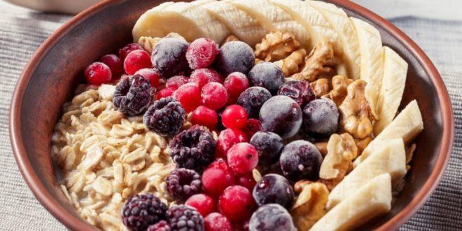 Βρώμη με μπανάνα και μύρτιλλα. Για ένα πρωινό γεμάτο ενέργεια - BORO από την ΑΝΝΑ ΔΡΟΥΖΑ