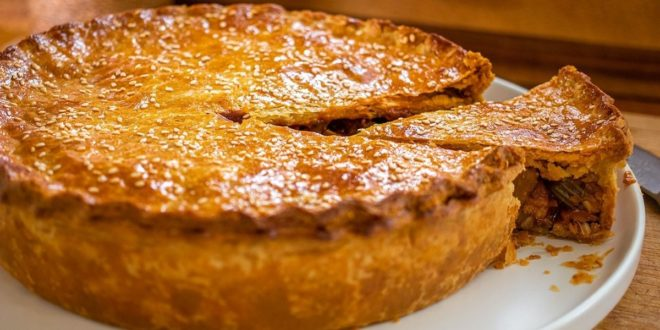 Κοτόπιτα με κόκκινο κρασί | Coq au Vin Pie - BORO από την ΑΝΝΑ ΔΡΟΥΖΑ