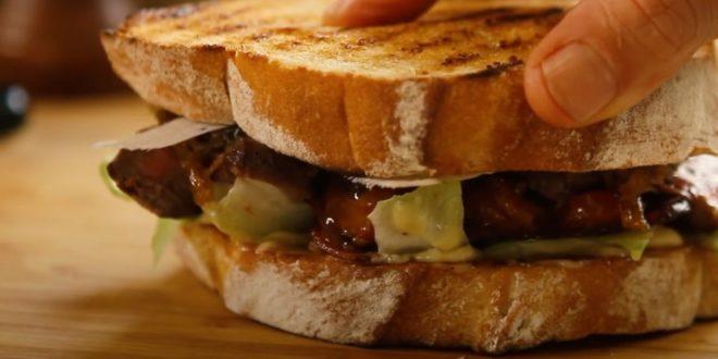 Το απόλυτο σάντουιτς με μπριζολάκια και καραμελωμένα κρεμμύδια!!! - BORO από την ΑΝΝΑ ΔΡΟΥΖΑ
