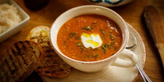 Σούπα από κόκκινες φακές, σπανάκι και γιαούρτι - BORO από την ΑΝΝΑ ΔΡΟΥΖΑ