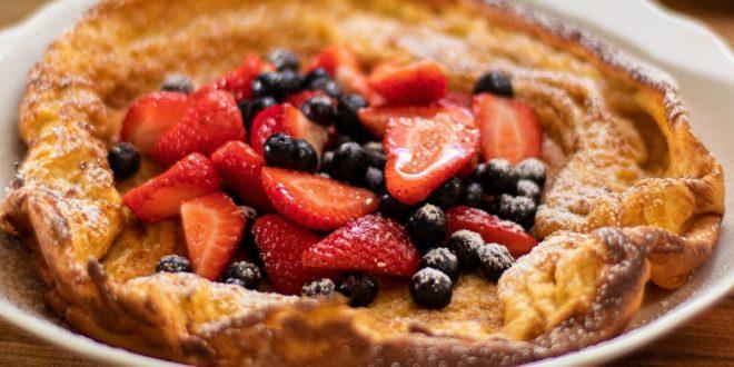 Ολλανδικά pancakes στο φούρνο, με μούρα και άχνη ζάχαρη - BORO από την ΑΝΝΑ ΔΡΟΥΖΑ