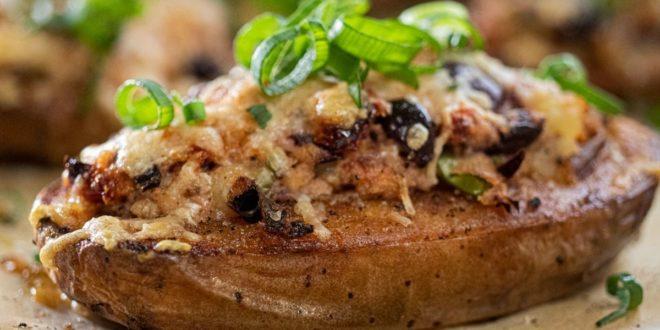 Πατάτα φούρνου γεμισμένη με κατσικίσιο τυρί, ελιές και λιαστή ντομάτα (Μόνο 220 θερμίδες) - BORO από την ΑΝΝΑ ΔΡΟΥΖΑ