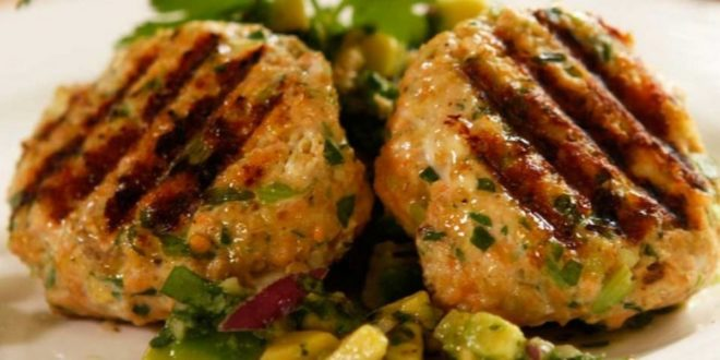 Μπιφτέκια σολομού με σάλτσα από αβοκάντο (Μόνο 109 θερμίδες) - BORO από την ΑΝΝΑ ΔΡΟΥΖΑ