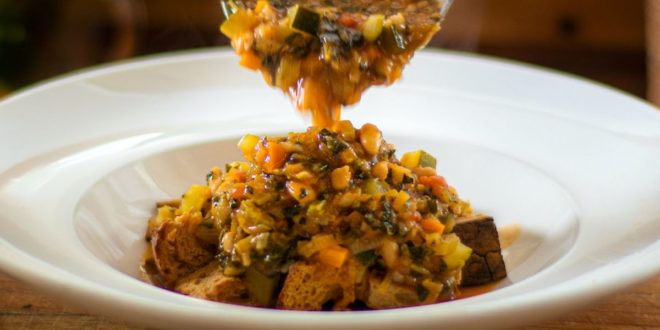 Ribollita: Η Ιταλική σούπα λαχανικών με τραγανά κρουτών - BORO από την ΑΝΝΑ ΔΡΟΥΖΑ