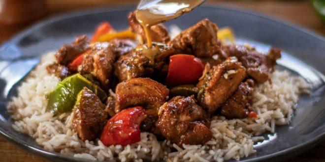 Μπουκίτσες κοτόπουλου με πολύχρωμες πιπεριές στην κατσαρόλα - BORO από την ΑΝΝΑ ΔΡΟΥΖΑ