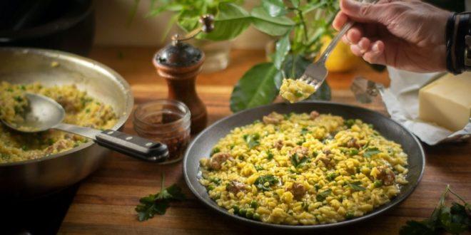 Κρεμώδες ριζότο με λουκάνικο και αρακά! - BORO από την ΑΝΝΑ ΔΡΟΥΖΑ