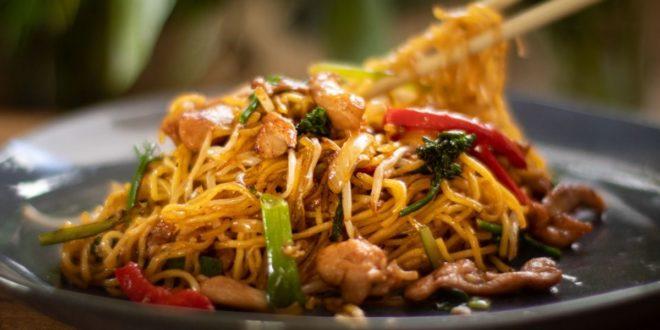 Μυρωδιά από Ασία: Κοτόπουλο με τηγανητά noodles και λαχανικά στο γουόκ! - BORO από την ΑΝΝΑ ΔΡΟΥΖΑ