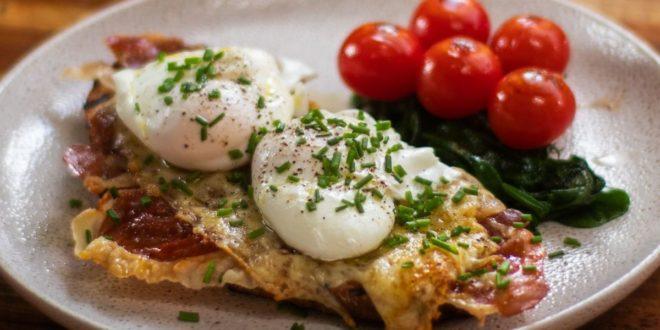 Αυγά ποσέ με σπανάκι ντοματίνια και προσούτο! - BORO από την ΑΝΝΑ ΔΡΟΥΖΑ